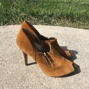 NWOT Guess Perp Toe Shoes Size 9. 1/2 Light Brown